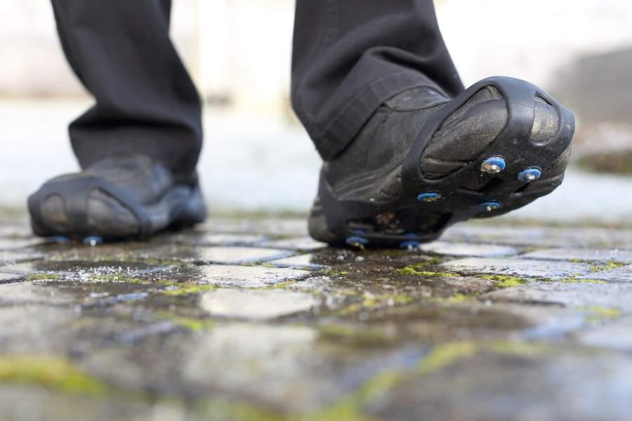 Cadenas de nieve para calzado con hielo (riesgo de resbalar)